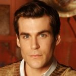 Dr. Simon Tamplayed by Sean Maher